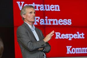 Dr. Jochen von Wahlert